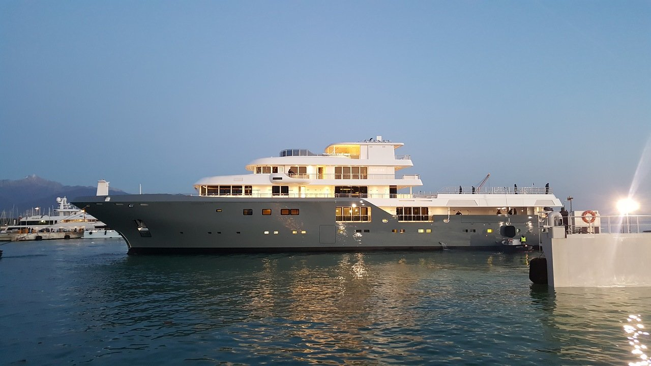 Admiral Yachts Planet Nine