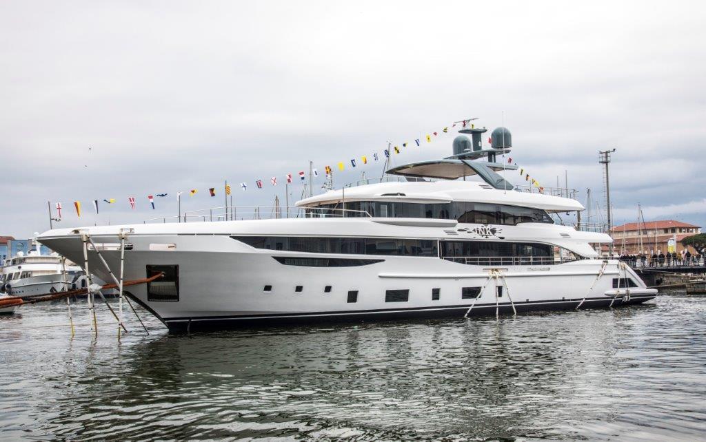 Спущена на воду первая Benetti Diamond 145