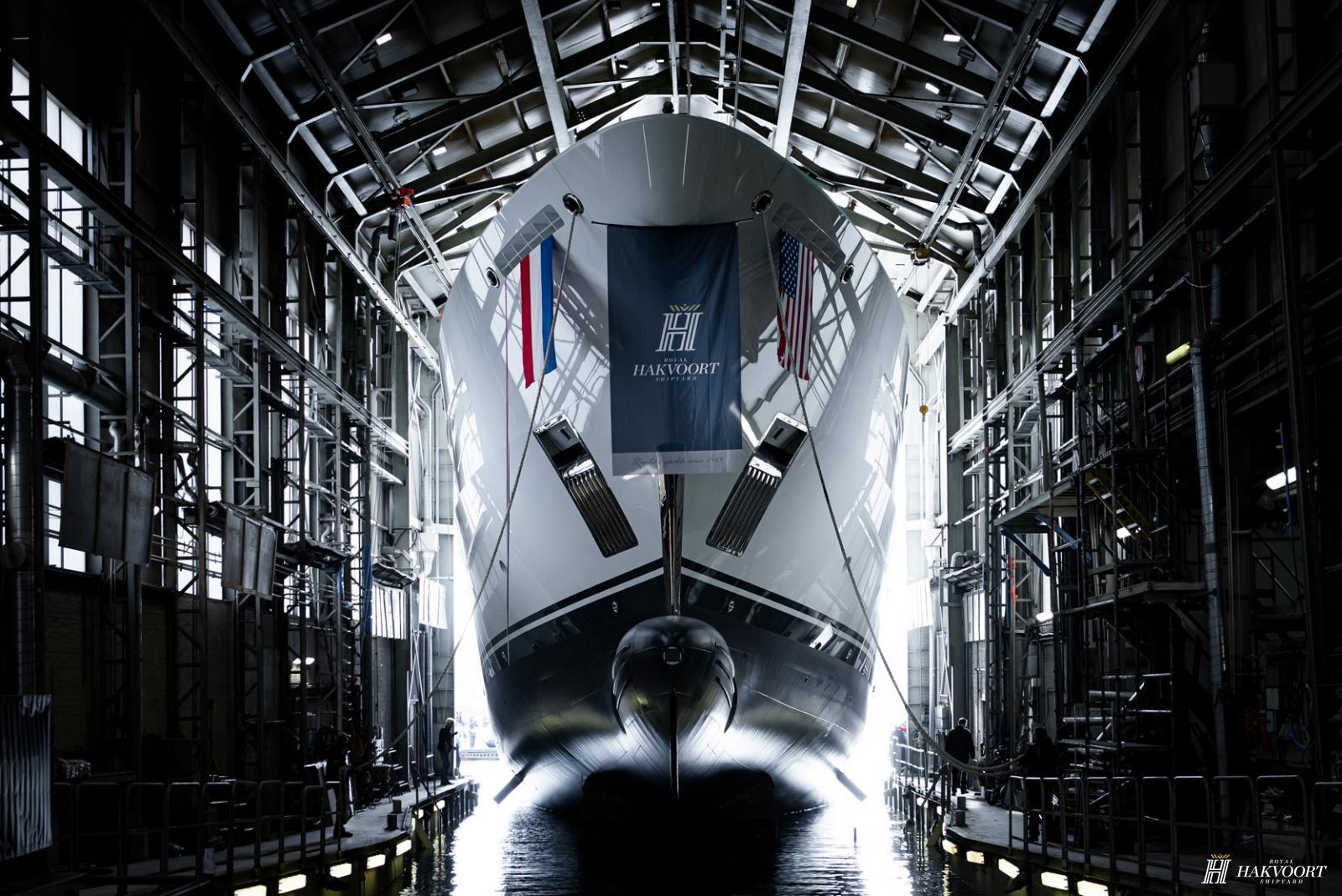 Спущена на воду Hakvoort YN251